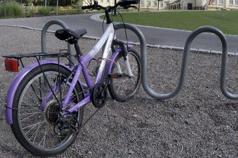 Sats på sykkel: Det er lettere å finne parkering til en sykkel enn en bil under Lierdagene. Foto: Terje Pedersen / NTB scanpix