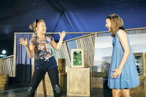MJAU: Sunniva Du Mond Nordal fra Tranby spiller Filur-katten, Isabel Beth Toning er Alice. Tekst: Stein styve/foto: Johannes Sunde