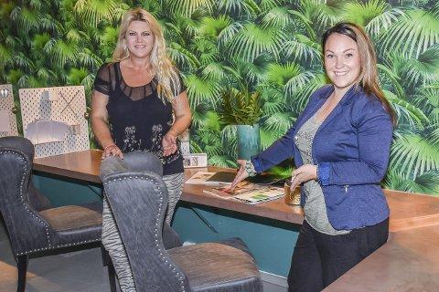 Vært så god og sitt: Heidi Michalsen (t.v.) og Siri Haust ønsker flere kreative sjeler velkommen til det nye kontorfellesskapet sitt; VillaDesignStudio på Lierstranda.