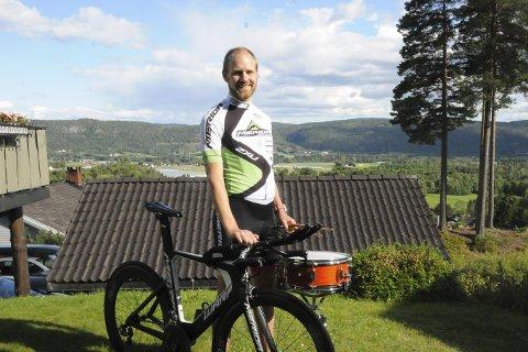 Trommende triatlet: Da Erik Fossen Nilsen fikk heltidsjobb som slagverker i 2013 ble hobbyen en jobb, og dermed måtte han finne seg en ny hobby. Valget falt på triatlon.Foto: Gjermund Sørstad