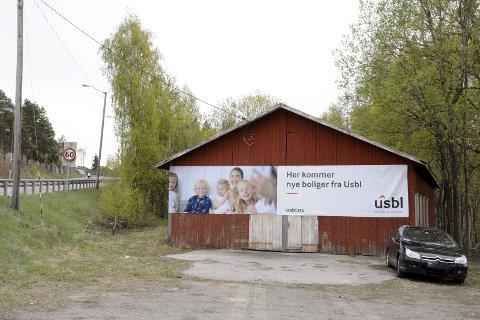 Stridens kjerne: Her i Båhusveien på Tranby skal det bygges 27 nye boenheter. Hvis kommunen opprettholder kravet om kryssløsning kan det imidlertid bli for dyrt for utbygger USBL.FOTO: BENEDIKTE HÅKONSEN