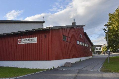 STENGT: Trimrommet i Lierhallen har vært stengt i hele høst. Nå krever brukerne av rommet svar på hvorfor det er stengt, og flere har signert på et opprop mot stengingen.