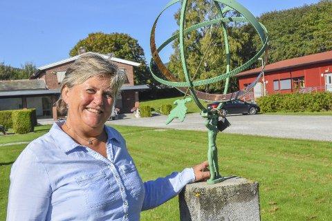 Spent: Rektor ved Briskeby, Berit E. Tollefsen, er spent på om skolen vinner Dronning Sonjas skolepris. Vinneren offentliggjøres i oktober. Arkivfoto