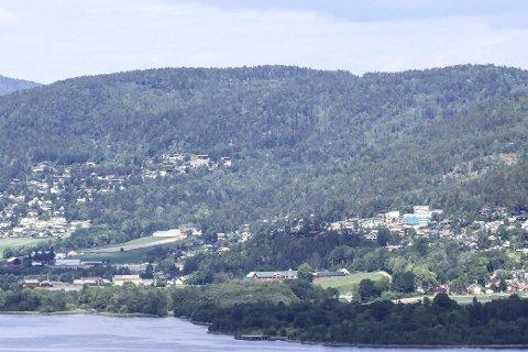FORSVARER PLANENE: Einar Engh og Roar Fuglerud mener det er gode og forsvarlige planer de har lagt fram om mulighetene for å bygge ut Sørumåsen.
