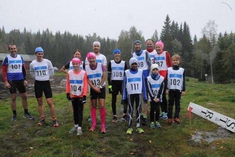 STARTFELTET: 14 løpere stilte til  start i historiens aller første Garsjø rundt.