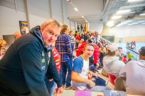 GLAD MANN: Slik alle ble vant til å se sportslig leder Arne Borch, i hallen, med et smil på lur. Arkivbilde