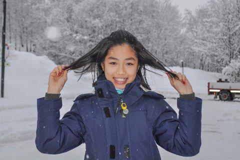 Kortere: Til tross for at hun er litt kaldere på øra er Iselin Le veldig fornøyd med valget om å donere håret sitt til barn med kreft. Og håret vokser tross alt ut igjen.