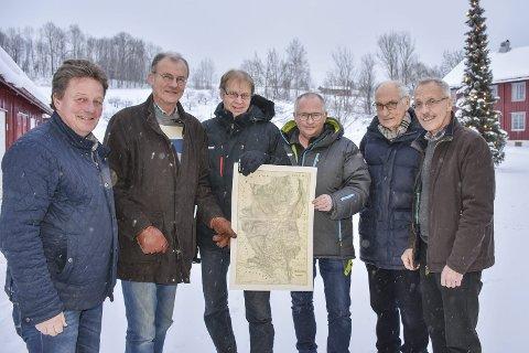 Bokkomiteen: F.v. Audun Holmen, Hans Sørum, Tom Helgesen, Åsmund Johannessen, John Willy Jacobsen og Åsmund Lyhus er alle med å bidrar til den nye boka om Lierelva.
