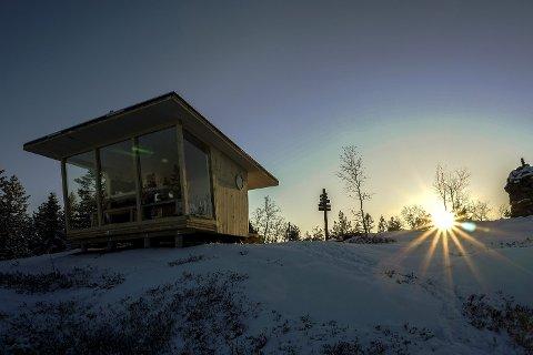 Gjevlekollbua: Den åpne bua som Statskog har satt opp på toppen av Gjevlekollen i Finnemarka har fått navn. Foto Torkel Skoglund