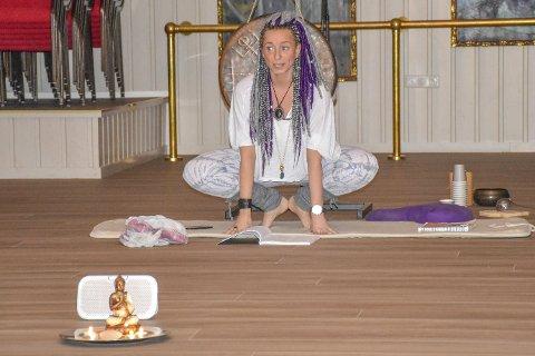 Undervisning gir mye: – Det å få lov å dele et verktøy som Kundalini-yoga er for meg en stor glede. Og når historier som Hans Aksel og Elisabeth (se teksten) kommer opp, blir jeg så ydmyk, glad og varm i hjertet.  Det minner meg om min første opplevelse av kundaliniyoga og derfor er det  så gøy og givende å få lov til å dele, sier Cecilie Fuglerud.