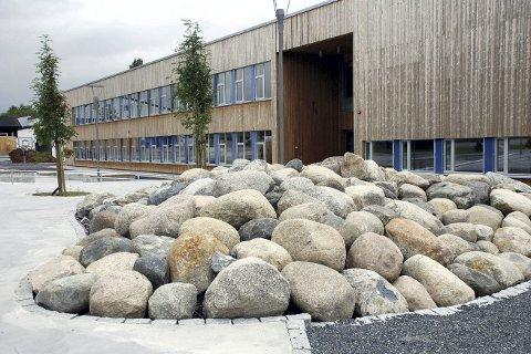 Populær: Høvik skole er Liers største skole, og har allerede måttet ta i bruk modulbygg for å håndtere elev-veksten. Analyser viser at elevgrunnlaget kan vokse 50 prosent fram mot 2030.ARKIVFOTO:
