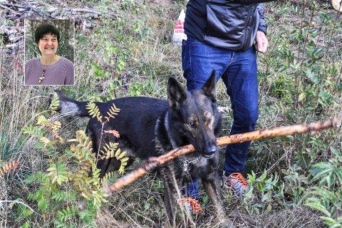 FORNØYD: Mette Rustand er glad for at så mange bruker hundeparken.