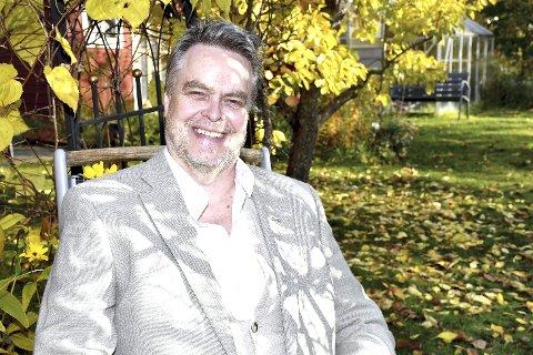 TENOREN: Sangeren Tøge Talle fra Tranby har en variert bakgrunn og føler seg hjemme i de fleste musikksjangere. Neste onsdag skal han fremføre Schubert-sanger i gjestgiveriet på Lier Bygdetun.