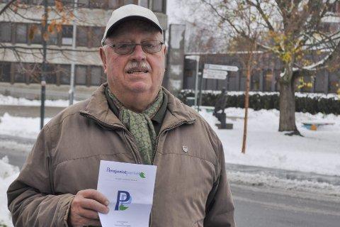 ENGASJERT: Knut Christophersen tar med seg medlemmer av Pensjonistpartiet fra Asker og Bærum til Lier for å verve.