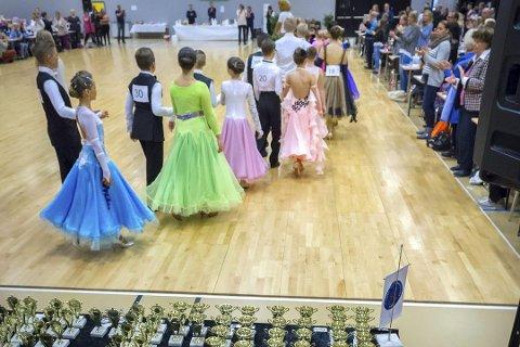 10-dans: Først er det det duket for NM i 10-dans over to dager i Lierbyen...