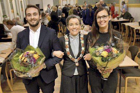 VERDIGE VINNERE: Simen Bredesen Hørthe og Siw Sønstebø flankerer prisutdeler og ordfører Gunn Cecilie Ringdal.