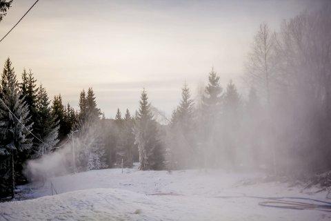 Klart for Lierrennet 2018: Lørdag arrangeres det tradisjonsrike Lierrennet på Martinsløkka skistadion. Arrangørene har fått litt hjelp fra oven den siste uken i form av natursnø, men har vært helt avhengig av snøkanonanlegget for å få arrangert rennet.Arkivfoto: SImen Næss Hagen