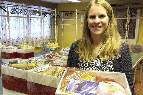 Takker: Diakon Solveig Thoen Bøen takker alle som har bidratt til de 94 velfylte julekurvene.