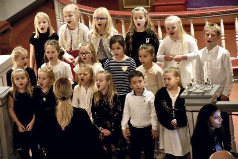 SOLBARN: Baluba sang og begeistret under Frogner kirkes godt besøkte adventskonsert søndag. Dirigent er Lise Bratberg Myrvang og ved pianoet er Beena Karpisova.