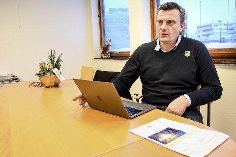 SJOKKRAV: Truls Gravdal Pedersen fikk plutselig en regning på over 30.000 kroner fra Glitre Energi etter skifte av strømmmåler.FOTO:PÅL A. NÆSS