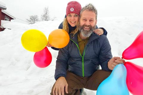 Snølek: Sven Helgevold og Anne Nymoen Jensen på Eiksetra gleder seg til å åpne portene til tunet når vinterversjonen av Småtråkket går av stabelen 10. februar. Foto: Privat