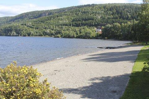 IDYLLISK: Oslo kommune skal hente drikkevann fra Holsfjorden, som også er et yndet sted for båt- og badeglade.