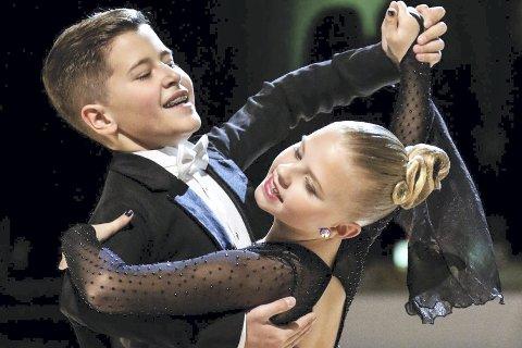 VM-klare dansere: Viktor Orby fra Kjellstad er klar for junior-VM i 10-dans i Moldova i april. Sammen Oslo-jenta Sandrine Bergskaug skal de konkurrerer mot over 100 par fra hele verden.