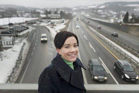 VIL HA FORTGANG: Ordfører Gunn Cecilie Ringdal ønsker et nytt møte med Samferdselsdepartementet i et forsøk på å finne en vei ut av riksvei 23-floka.FOTO: TORE SANDBERG