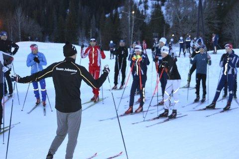 Mye å lære: Ludvig Søgnen Jensen underviser teknikk til skiløperne