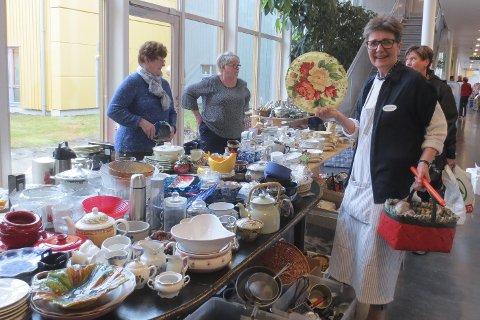 Heftig utvalg: Det er i hvert fall ikke utvalget på bordene det skal stå på når Nøstehagen inviterer til stort loppemarked. Foto: Privat