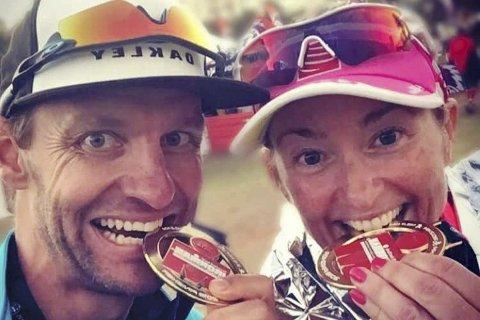 Stormo-seier: Lars Petter Stormo vant sin årsklasse i Ironman Sør-Afrika. Dermed blir det nok en VM-tur til Hawaii på triatleten fra Egge. Her med kona Trude Wermskog Stormo som kanskje slår følge til Hawaii. Foto: Privat