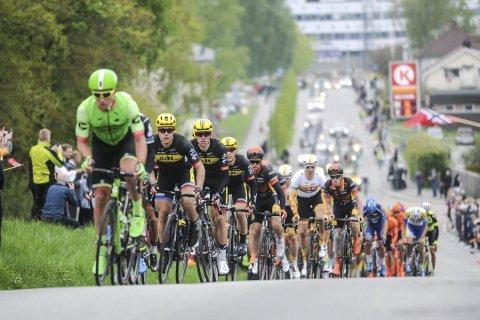 Sykkeltog: Det er klart for Tour of Norway gjennom Lier på nasjonaldagen. Her fra i fjor da de passerte Lierbyen. arkivfoto: Pål A. Næss