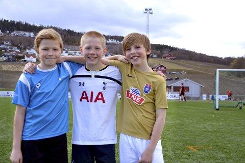 Fornøyde med FFO: F.v.: Nils Gottfridson, Oscar Nøland og Ludvig Platou synes det er moro å kunne spille fotball etter skoletiden på FFO.