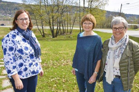 Klart for markering: Arrangementskomiteen gleder seg. F.v. prost Ellen Martha Blaasvær, Helene Bartnes Andersson og Liv Bjørg Eritsland.