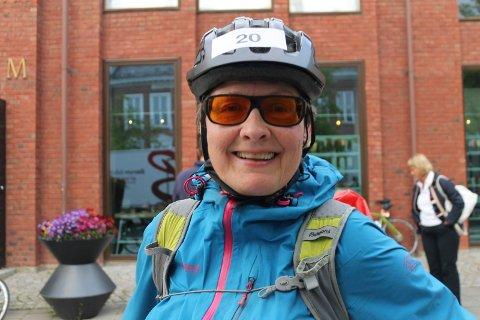 JUBILERTE: Wenche Lien fullførte Den store Styrkeprøven for 20.gang i helga. Mer imponerende er det at hun også sykler opp til start i Trondheim.