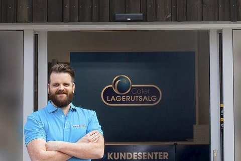 ÅPNER: Stian Hallberg og Cater åpner lagerutsalg av mat.