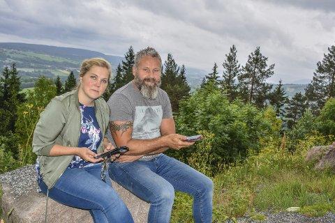 UTEKONTOR: Noen ganger må Sven Helgevold og Anne Nymoen Jensen dra ned i hårnålsvingen nederst i Eikseterveien for å kontorarbeid, fortalte driverne av Eiksetra i en tidligere sak i Drammens Tidende. Nå kan en løsning være på trappene.