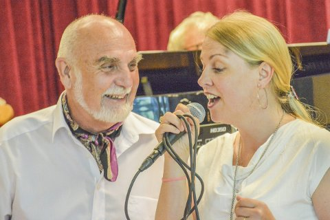 ROSA OG FRITJOF: Duettpartnerne Kristin Gjeldsnes og Wilfred Liljeroos fremførte kjente og kjære Evert Taube-viser forrige lørdag på Fruene Haugestad.