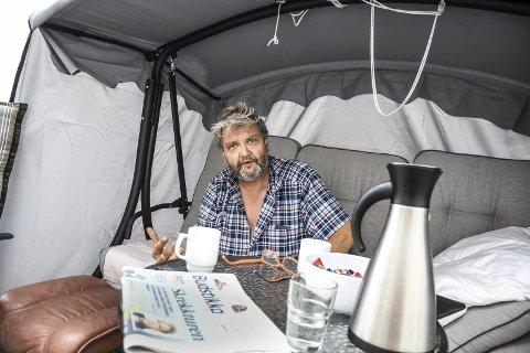 LIVSGNIST: Knut Olaf Kals tilbringer mesteparten av dagen liggende enten ute eller inne.
