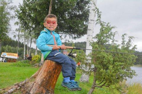 Ingen fisk: Mikkel Ferreira Lærum (5) fikk ikke fisk, men det var ingen sure miner av den grunn. Det var nok annet å finne på under barnefestivalen.