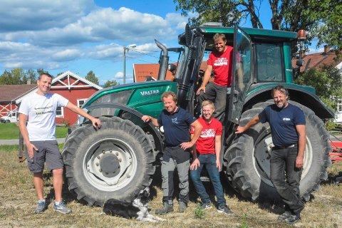 VELKOMMEN: Hans Kristian Bjørnstad Jensen, Henrik Aasland, Emil Moen, Sverre Renskaug og Wiggo Andersen ønsker velkommen.