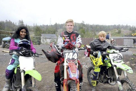 NM-klare førere på hjemmebane: Eli Renuka Bjelkarøy, Andri Snær Gudmundsson og Ruben Seljeseth Dahlstrøm er klare for NM-finale i Leirdalen 1. og 2. september.