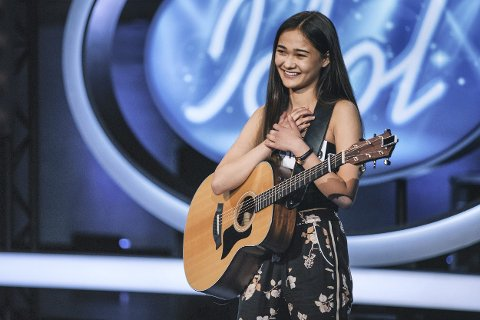 Glad: Martine Rønning (18) fra Lierskogen kunne ta imot en gullbillett fra dommerne etter sin Idol-audition.  Foto: Alvin Santos/TV 2