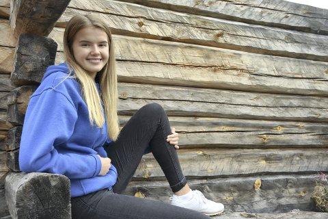 SOUL CHILD: Maria Bjørnstad (15) fra Lierbyen har ansvaret for å dirigere og motivere sangerne i ungdomskoret Lier Soul Children.