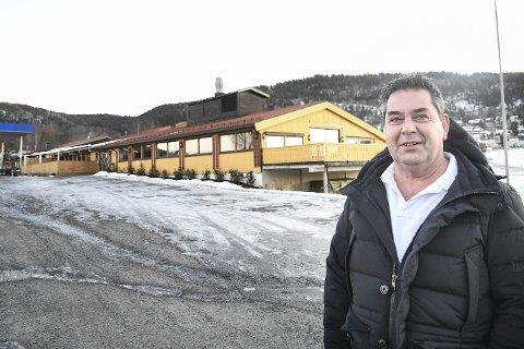 OPPKJØP: Rune Halstensen har kjøpt den sju mål store eiendommen der blant annet Lierkroa ligger, og bekrefter blant annet at motellplanene er lagt på is.