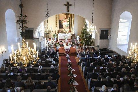 Samlet for Thea: Frogner kirke var full av alle som ønsket å ta farvel med skihopper Thea Sofie Kleven som døde få dager før hun skulle fylt 18 år.