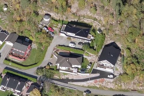 SOLGT: Kvernbakken 75 (øverst) er blant eiendommene som ble solgt i september.