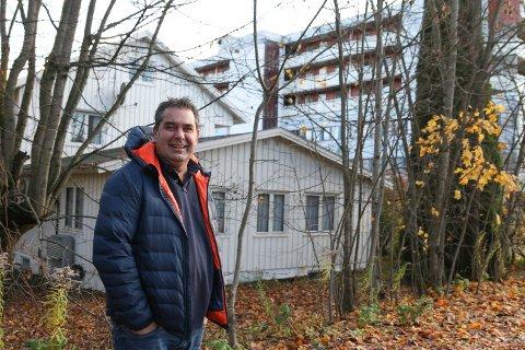 FLERE BOLIGER OG NÆRING: Rune Halstensen har kjøpt Bruveien 5 i Lierbyen. Her ser han for seg å bygge leiligheter med næringslokaler i første etasje.