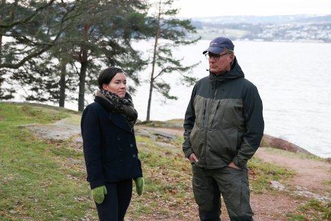 VENTER PÅ MINISTEREN: Lier-ordfører Gunn Cecilie Ringdal (H) og næringslivstopp Johan H. Andresen var på Engersand for å presentere en ny avtale Lier kommune har gått inn på.