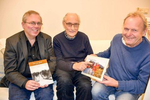 Gode historier og historiske bilder: Årets årbok og kalender for 2020 er snart klare for salg. F.v.: Hans Olaf Heslien, John Willy Jacobsen og Thor Sørli.